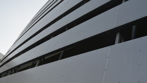 https://www.hendrickcorp.com/sites/default/files/styles/480x270/public/Architectural%20Perforated%20Metal%20Cladding%20-%20Parking%20Structure%20Univ.%20Hospital5.jpg?itok=2lUJh8yH