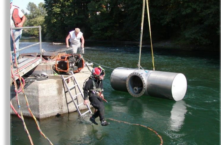 Divers are ready to install an intake screen on site